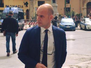 Cambiano, sindaco antiabusivi che rischia di rimanere sotto le macerie