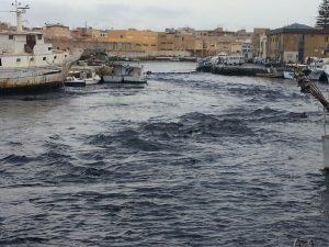 Il Marrobbio flagella Lampedusa: affondate barche e pescherecchi