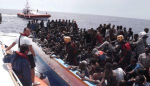 A Palermo sbarcati 592 migranti, a Pozzallo arrestati due presunti scafisti