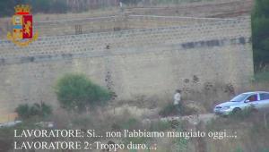 """Immigranti a lavoro a pane e acqua, arrestati due """"caporali"""" a Marsala"""
