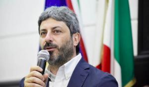 """Migranti, Fico visita l'hotspot di Pozzallo: """"Io i porti non li chiuderei"""""""