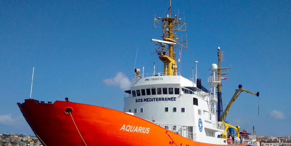 Smaltimento illegale di rifiuti pericolosi, sequestrata la nave Aquarius
