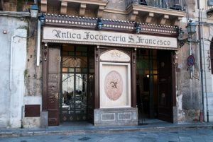 L'Antica Focacceria San Francesco offre il pranzo dell'Epifania ai bisognosi di Palermo